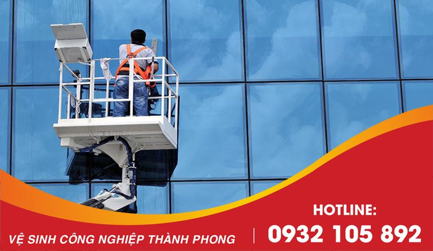 Thành Phong cung cấp dịch vụ vệ sinh lau kính Đà Nẵng uy tín chuyên nghiệp